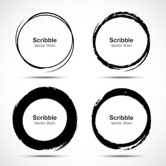 Hand gezeichneter kreisbürstenskizzensatz. grunge doodle kritzeln runde kreise für das designelement der nachrichtennotizmarke. kreisförmige abstriche bürsten.