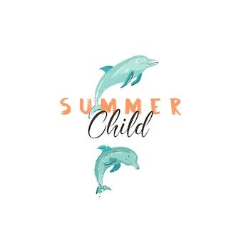 Hand gezeichnetes kreatives karikatursommerzeitzeichen oder -logo mit springenden delfinen und modernem typografiezitat-sommerkind lokalisiert auf weißem hintergrund.