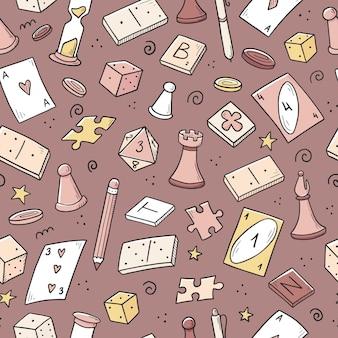 Hand gezeichnetes nahtloses muster des brettspielelements, der karten, des schachs, der sanduhr, der chips, der würfel, der dominosteine. gekritzel-skizzenstil.