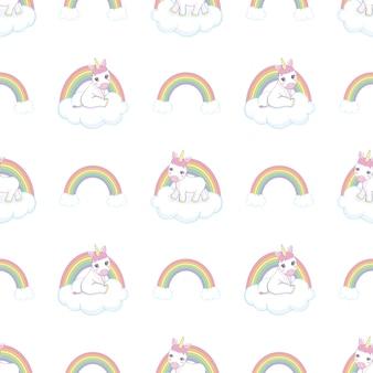 Hand gezeichnetes nahtloses muster mit einhorn, wolken und regenbogen