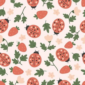 Hand gezeichnetes nahtloses muster mit marienkäfer und erdbeere