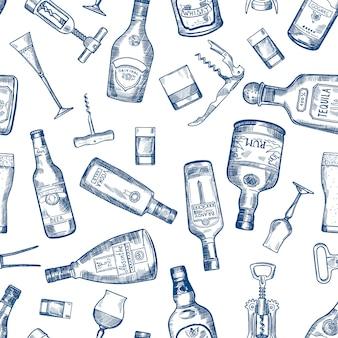 Hand gezeichnetes nahtloses muster mit verschiedenen alkoholflaschen. vector kognak- und whisky-, wermut- und wodka-, tequila- und rumillustration