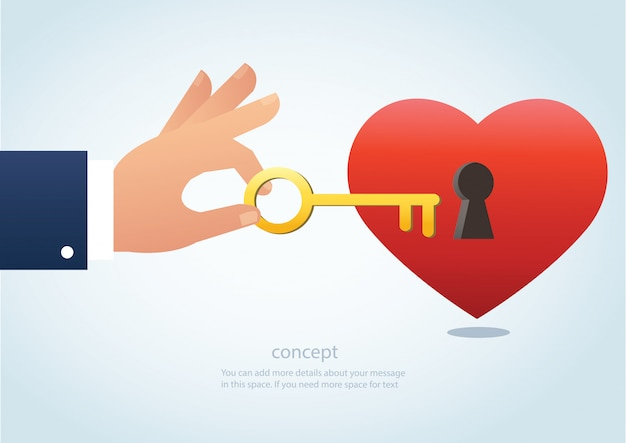 Hand hält den großen schlüssel mit schlüsselloch am herzen