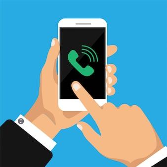 Hand hält smartphone mit anruf auf dem bildschirm.