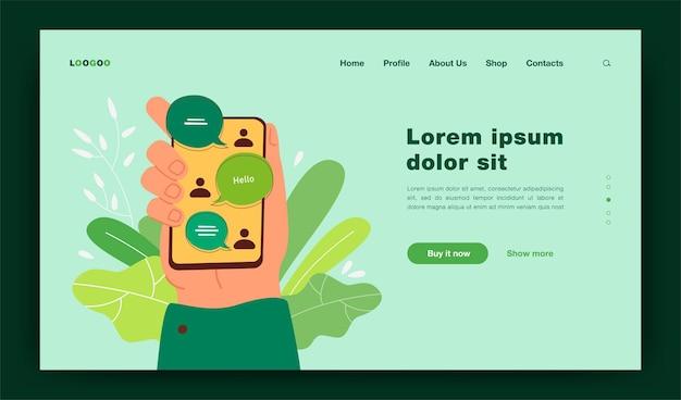 Hand hält smartphone mit online-chat-schnittstelle, gesendete und empfangene nachrichten auf dem bildschirm. illustration für messenger, kommunikation, chat-app-konzept-landingpage