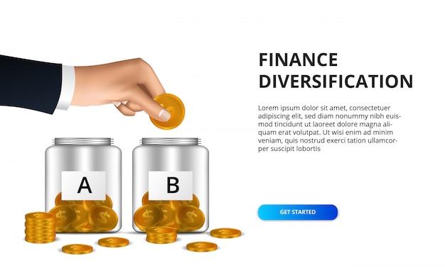 Hand setzte goldmünze in die glasflasche für finanzdiversifikations-gewinninvestition ein