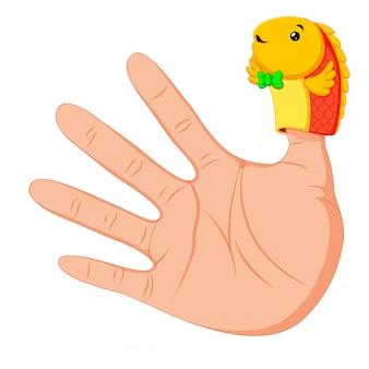Hand trägt eine niedliche fischfingerpuppe am daumen