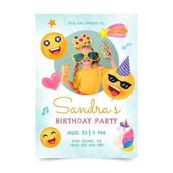 Handgemalte aquarell-emoji-geburtstagseinladungsschablone mit foto