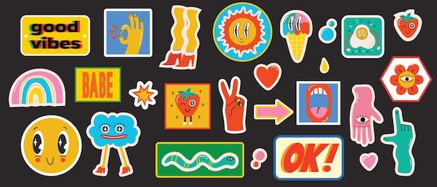 Handgezeichnete vektorgrafiken von verschiedenen patches-pins-stempeln oder -aufklebern mit abstraktem funn...