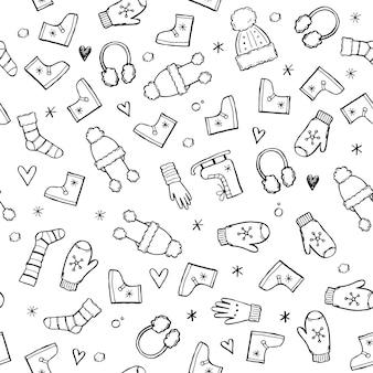 Handgezeichnetes nahtloses muster von winterkleidung und zubehör: hut, schal, mantel, fäustling, schuhe, pullover. skizzenartgekritzel für kinder, weihnachtstapete, hintergrund. isolierte vektor-illustration.