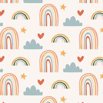 Handgezeichnetes regenbogenmuster mit herzformen