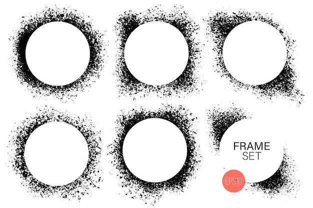 Handgezeichnetes rundes formrahmenset. schwarze farbe spritzt als grafische ressource. satz tinte gemalte hintergründe mit kopierraum.