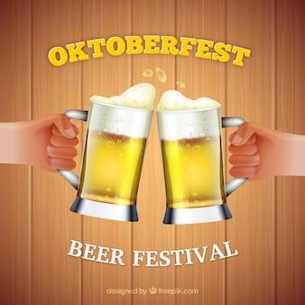 Hands toasting mit bier im oktoberfest