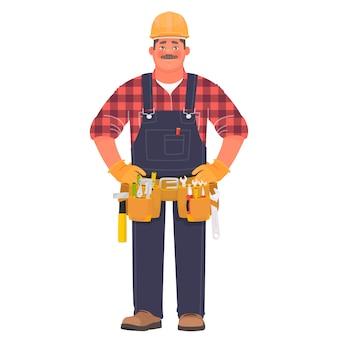 Handwerker oder baumeister. ein mann in einem bauhelm und arbeitskleidung mit werkzeugen.