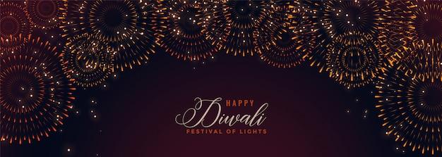 Happy diwali banner mit platzenden feuerwerk cracker