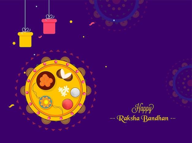 Happy raksha bandhan konzept mit draufsicht anbetung teller von rakhi und geschenkboxen hängen auf lila hintergrund.
