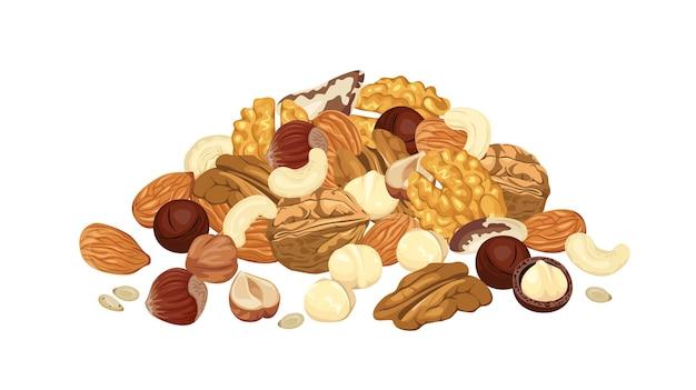 Haufen verschiedener nüsse lokalisiert auf weißem hintergrund.