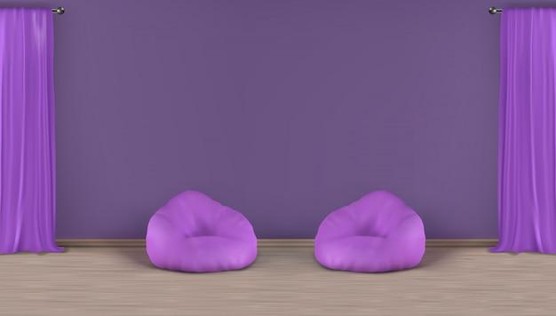 Hauptwohnzimmer, minimalistic violetter innenhintergrund des realistischen vektors der aufenthaltsraumzone mit leerer wand hinter zwei sitzsackstühlen auf lamelliertem boden, schwere vorhänge des fensters auf metallischer stangenillustration
