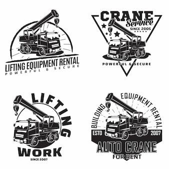 Heben von arbeitsemblemen mit emblemen der kranmaschinenvermietung