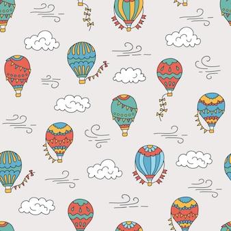 Heißluftballons und wolken. farbiges handgezeichnetes nahtloses muster. illustration