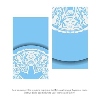 Hellblaue visitenkarte mit antiken weißen ornamenten für ihre persönlichkeit.