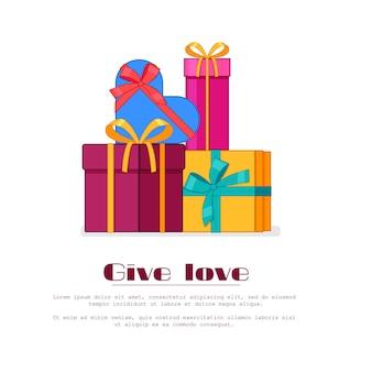 Helle bunte eingewickelte geschenkboxen im stapel. stapel verpackt in den feiertagspapiergeschenken