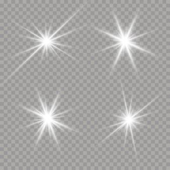 Helle sterne auf einem transparenten hintergrund. satz weiß leuchtende sterne mit lichtstoß. funkelnde magische staubpartikel. satz blendung, explosion, funkeln, linie, sonneneruption. vektorillustration, eps 10.