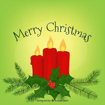 Hellgrüner weihnachtshintergrund mit roten kerzen
