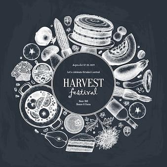 Herbst erntefest. traditionelles erntedankfestmenü an der tafel. hausgemachte essen und getränke skizzen. weinlesekranz mit handgezeichnetem essen, getränken, gemüse, früchten, blumen.