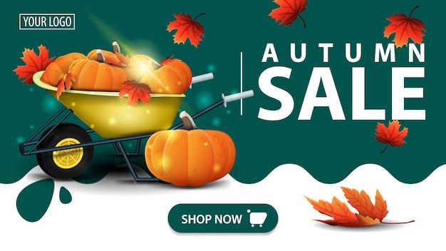 Herbstverkauf, grüne fahne mit gartenschubkarre mit einer ernte von kürbisen und herbstlaub