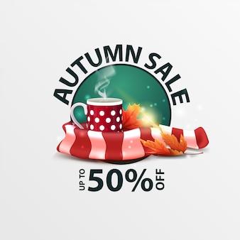 Herbstverkauf, runde rabattfahne mit becher heißem tee und warmem schal