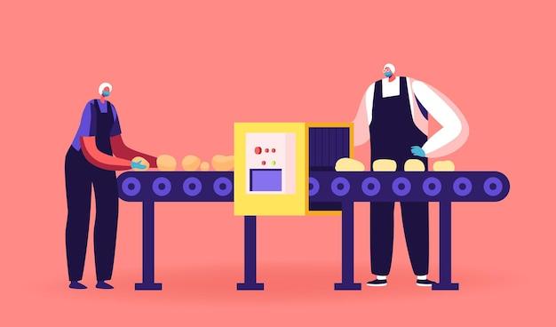 Herstellungsprozess der kartoffelchips-anlage. arbeiter-charaktere, die einheitliches schälen von rohem gemüse tragen, stehen am förderband in der fabrik