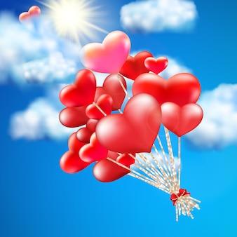 Herzförmiger ballon am himmel.