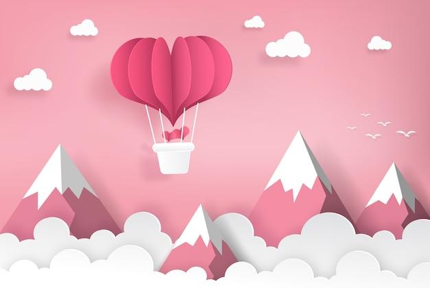 Herzformballone, die auf den berg und den himmel fliegen. origami papierkunst