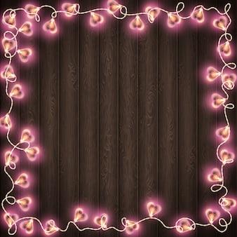 Herzformlampe für dekorationsplatz auf hölzernem hintergrund.