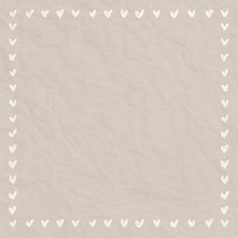 Herzrahmengekritzelart auf zerknittertem papierhintergrund