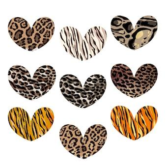 Herzset mit animalischem aufdruck. leopard, jaguar, löwe, tigerhautdruck. modedesign für print, poster, karte, einladung, t-shirt, abzeichen und aufkleber. vektor-illustration