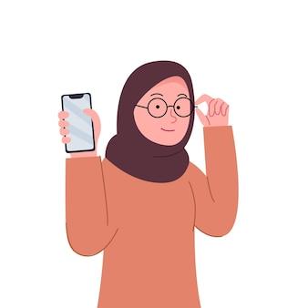 Hijab frau zeigt smartphone