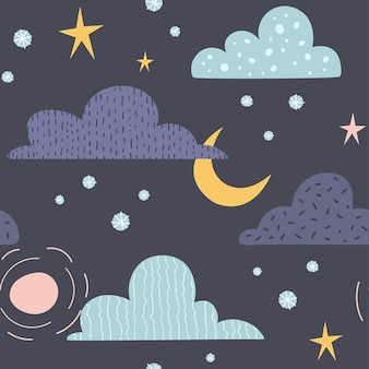 Himmlisches nahtloses muster mit wolken, sonne, mond und sternen. perfekt für kinderstoffe, textilien, kindertapeten