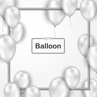 Hintergrund feierte mit silbernen ballonen auf einem weißen hintergrund.