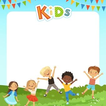 Hintergrundkarikaturillustration mit verschiedenen kindern und copyspace