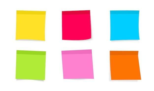 Hinweisaufkleber posten. farbige haftnotizen mit gekräuselter ecke, bereit für ihre nachricht. vorderansicht. sammlung verschiedene farbige blätter des briefpapiers. leere post-stickies für nachricht, aufgabenliste, erinnerung