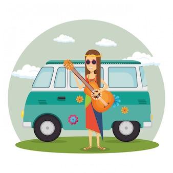 Hippiefrau mit gitarre und einem packwagen