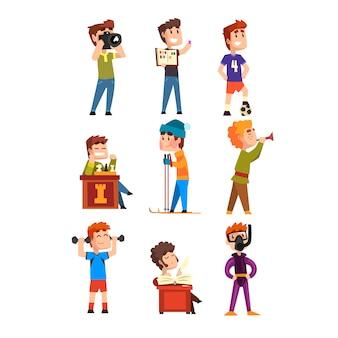 Hobby-set für junge teenager. cartoon kinderfiguren. briefmarken sammeln, fußball, schach, fotografie, sport, tauchen, trompete spielen, gedichte. eben