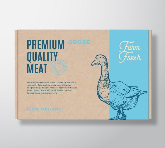 Hochwertiges gänsefleisch-verpackungsetikett auf einem handwerklichen kartonbehälter.