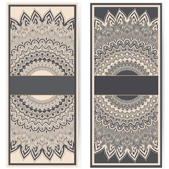 Hochzeitseinladung und -mitteilungskarte mit dekorativer runder spitze