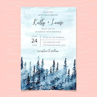 Hochzeitseinladungskartenschablone mit blauem nebelhaftem waldaquarell