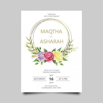 Hochzeitseinladungskartenschablone mit rosafarbenen blumen und aquarellart-goldrahmen