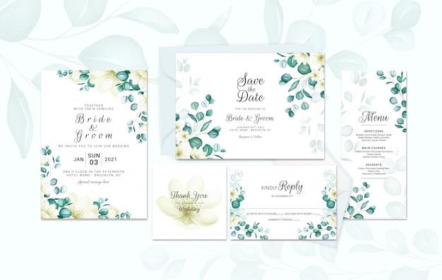 Hochzeitseinladungsschablonensatz mit weichem aquarell-eukalyptus mit kleinen blumen. botanische illustration für kartenkompositionsentwurf