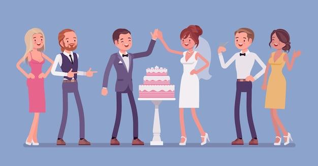 Hochzeitstorte in drei ebenen wird an der rezeption für jungvermählten serviert